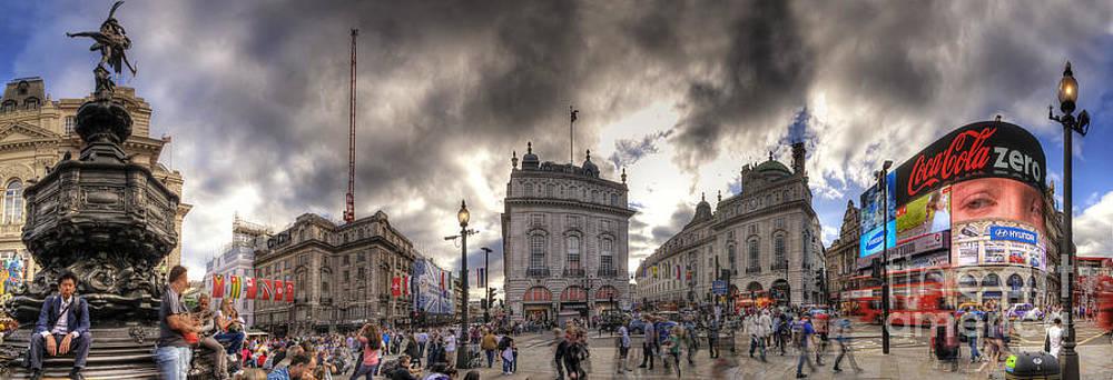 Yhun Suarez - Piccadilly Panorama