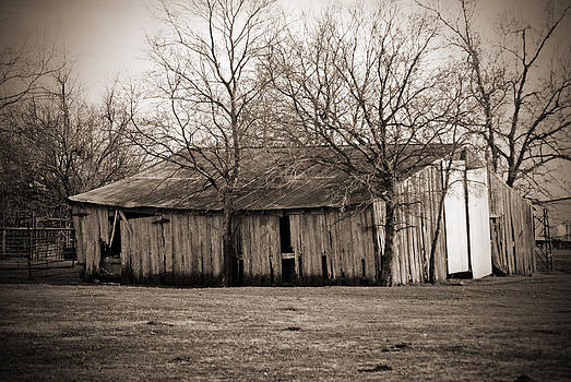 Pike Barn III by Lisa Moore