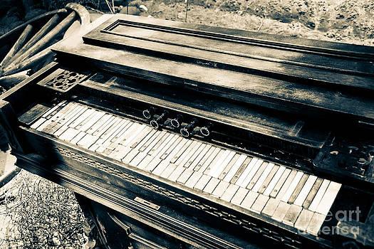 Christina Klausen - Play Me a Tune