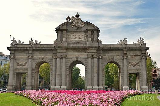 Plaza de la Independencia. Madrid by Kevin Gallagher