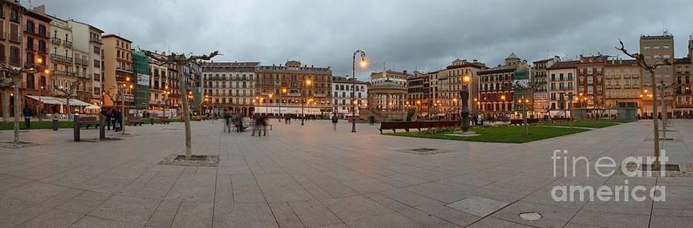 Plaza del Castillo by Alfredo Rodriguez