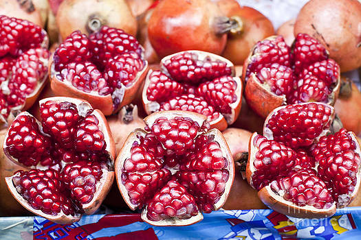 Pomegranate slices  by Chavalit Kamolthamanon