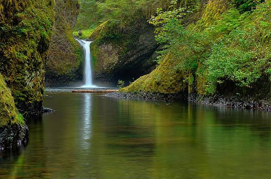 Punchbowl Falls by Kenneth Eis