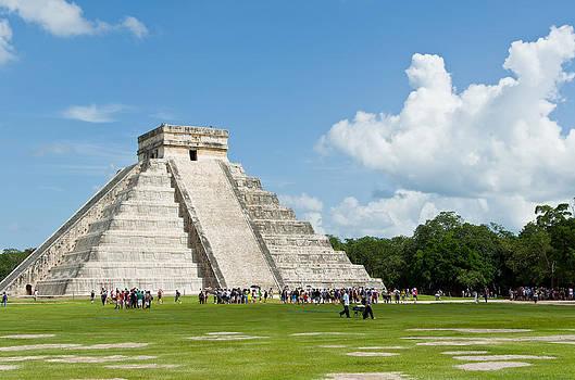 Pyramid of Chichen Itza by Vanessa Espinoza