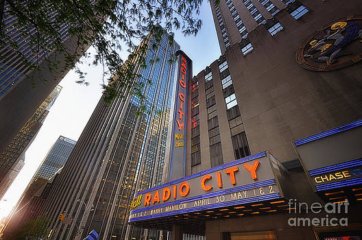 Yhun Suarez - Radio City New York