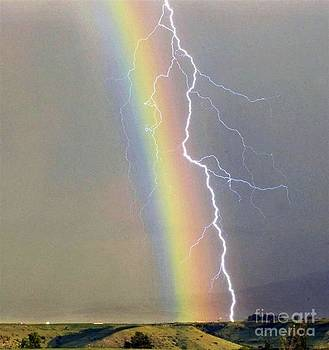 Rainbow-lightening by Alex Rahav