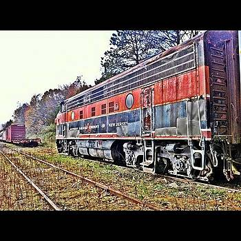 #red #railroad #trains #trainporn by Matthew Loving