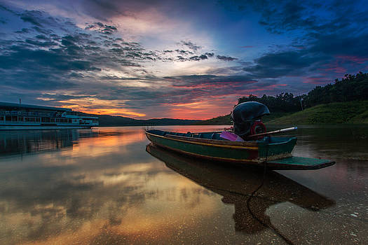 Rest Time Wood Boat by Arthit Somsakul