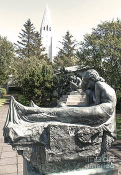 Gregory Dyer - Reykjavik Iceland statue - 09