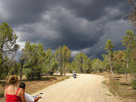 Riding into the storm by FeVa  Fotos
