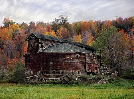 Round Barn by John Wolf