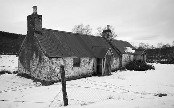 Howard Kennedy - Ruined cottage in snow