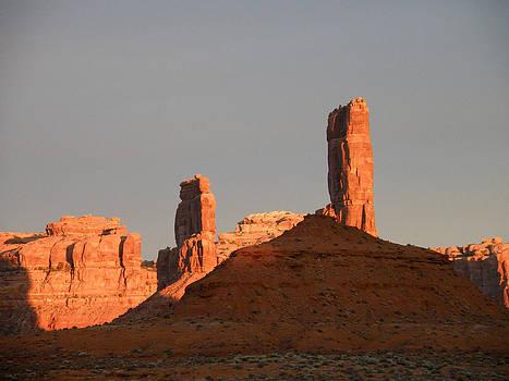 Sandstone Spires at Dawn by Feva  Fotos
