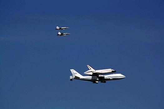 Shuttle Endeavor  by Victoria  Johns