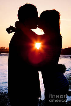 Cindy Singleton - Silhouette of Romantic Couple