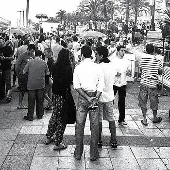Sitges Crowd by Ric Spencer