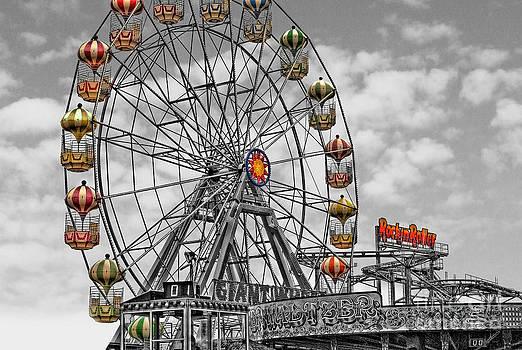 Yhun Suarez - Skegness Giant Wheel