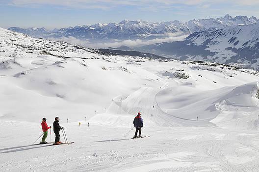 Skier on ski-slope - winter landscape by Matthias Hauser