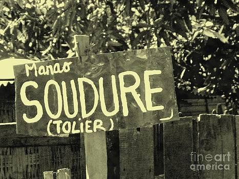 Soudure - Art Street - Madagascar by Francoise Leandre