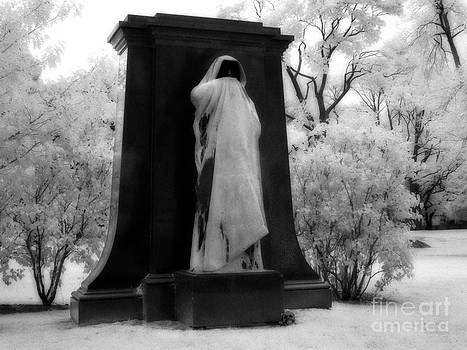 Jeff Holbrook - Spooky Statue in Chicago
