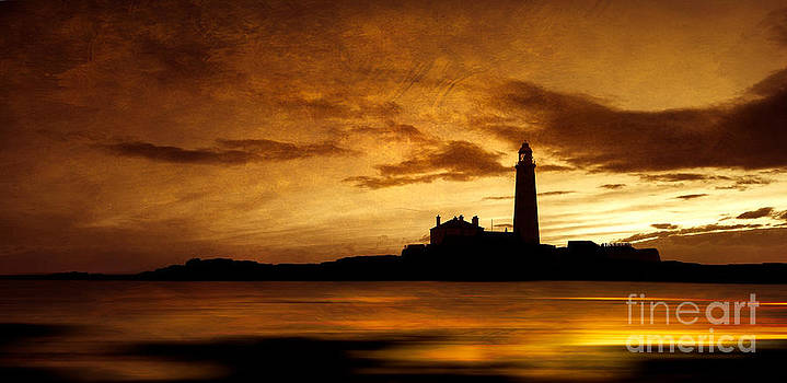 St Mary's Island lighthouse at dawn by David Smith