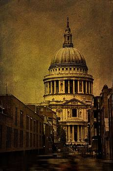 St Pauls Cathedral in London by Tim Kahane