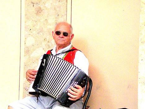 Gai Sin Liem - Street musician in Sydney