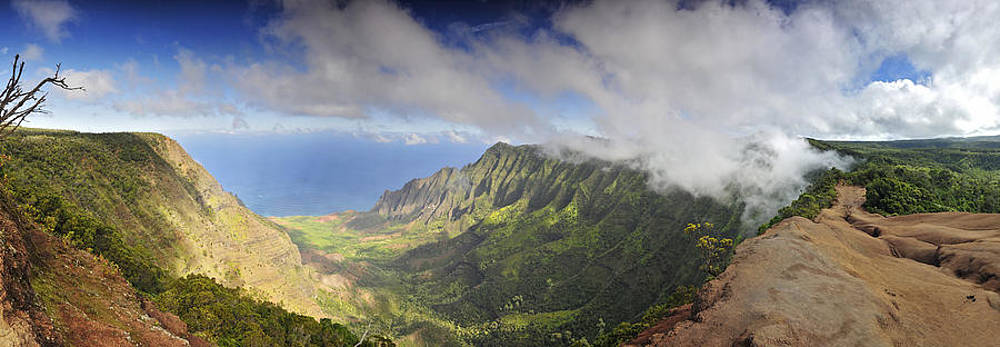 Stunning panorama of the Napali coast in Kauaii by Sebastien Coursol