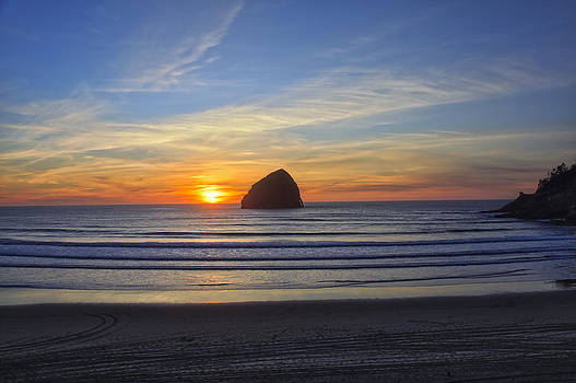 Sunset at Cape Kiwanda Oregon by Tiana McVay