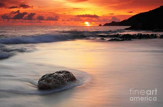 Sunset at kalim beach Phuket Thailand by Anusorn Phuengprasert nachol
