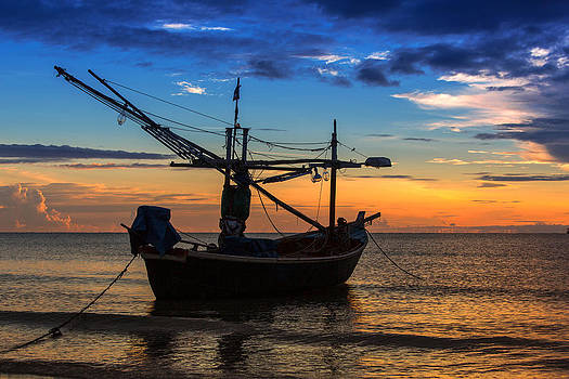 Sunset Fisherman Boat Huahin Thailand by Arthit Somsakul