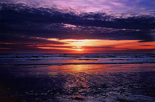 Sunset Morro Bay by Roy Bozarth