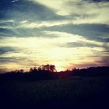 #sunset #sunshine #sunray #cloudporn by Laura Vaillancourt