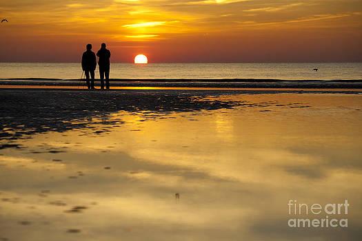Heiko Koehrer-Wagner - Sunset Walk at the Beach