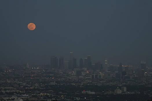 Super Moon Rising 5 by Ann Marie Donahue