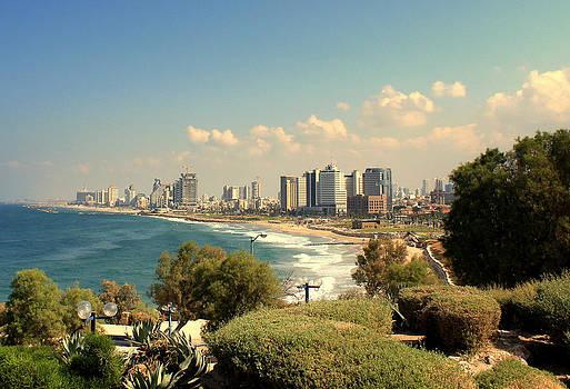 Tel Aviv by Amr Miqdadi