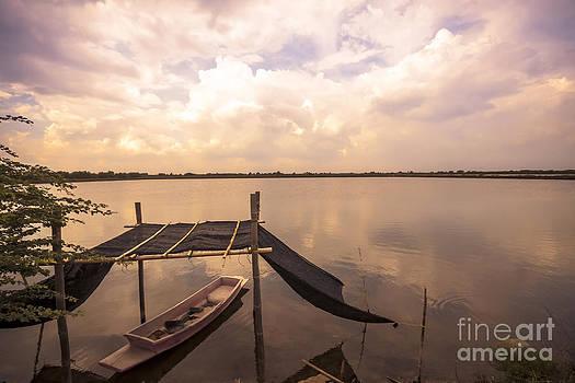 The blue sky and a boat by Wittaya Uengsuwanpanich