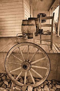 Carmen Del Valle - The Old Wagon Wheel