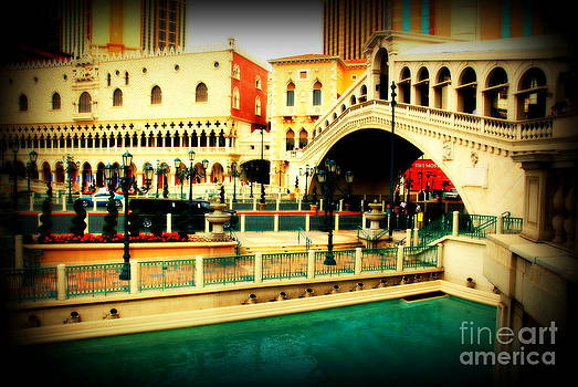 Susanne Van Hulst - The Rialto Bridge of Venice in Las Vegas