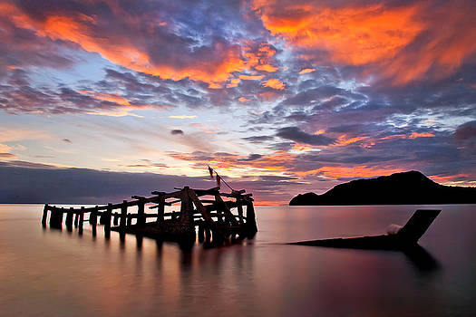 The wreck in sea with fantastic sky by Arthit Somsakul