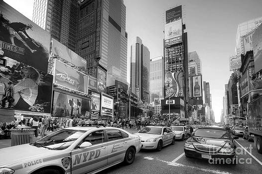 Yhun Suarez - Times Square Traffic 2.1 BW