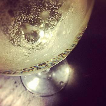 Tiny #bubbles by Bella Guzman
