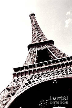 Tour d'Eiffel by Sherrie Cork