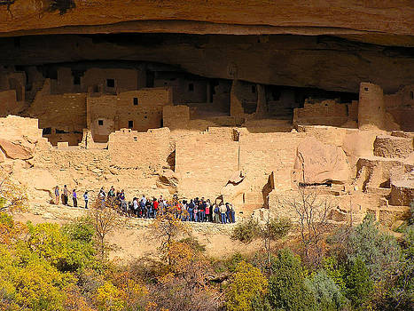 Tour Group in Cliff Palace by FeVa  Fotos