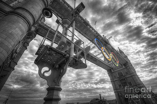 Yhun Suarez - Tower Bridge Olympic Rings