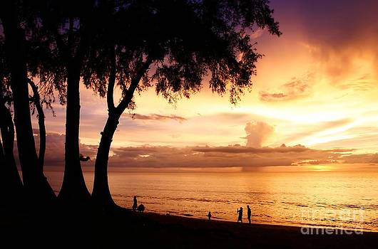 Twilight at maikao beach phuket  by Anusorn Phuengprasert nachol