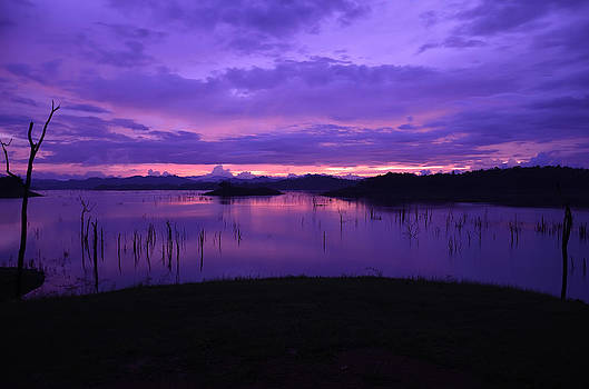 Twilight sunset at Lake by Kanoksak Detboon