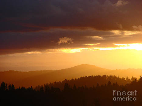 Two Sisters Mtn Sunset by Suze Taylor