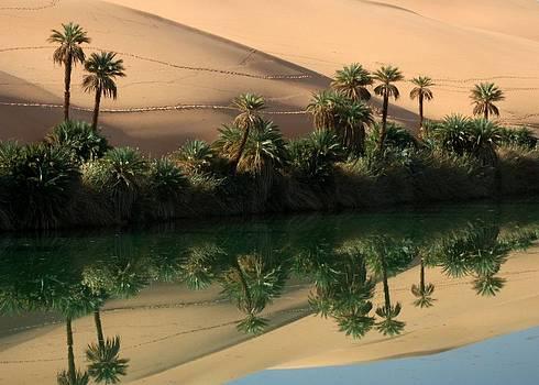 Umm-al-maa, Libyan Sahara by Joe & Clair Carnegie / Libyan Soup