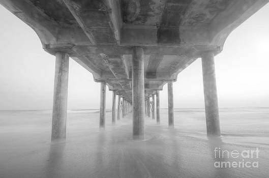 Yhun Suarez - Under The Pier